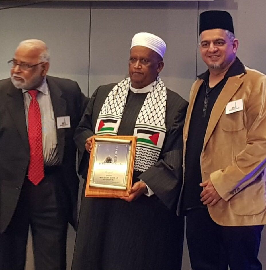 Hafiz Mahmood Khatib (R) President of Masjidul - Quds; Moulana Ihsaan Hendricks (c) Director of Al Quds Foundation (SA);  Dr A W Barday (L), trustee of Masjidul Quds.