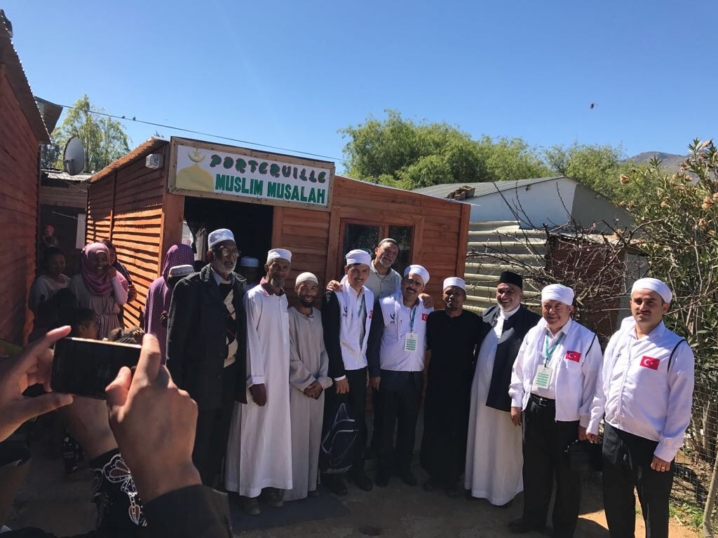 Porterville was the next stop for the delegation on Sunday as they continued to distribute Qurbani meat and Eid gifts to the community.